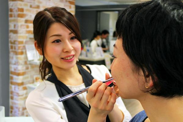 フルーツギャザリング 新静岡セノバ店美容部員・化粧品販売員(販売スタッフ)契約社員,アルバイト・パートの求人のスタッフ写真2
