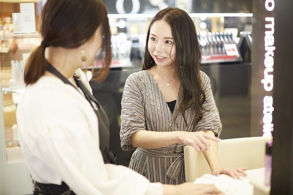 フルーツギャザリング エキュート品川店美容部員・BA(販売スタッフ)契約社員,アルバイト・パートの求人のスタッフ写真2