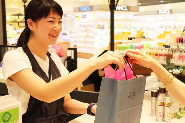 フルーツギャザリング 東京駅 グランスタ店美容部員・化粧品販売員(販売スタッフ)契約社員,アルバイト・パートの求人のスタッフ写真5