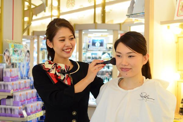 ららぽーと名古屋みなとアクルス(2018年9月28日OPEN)美容部員・化粧品販売員(ビューティーアドバイザー)正社員の求人のスタッフ写真1