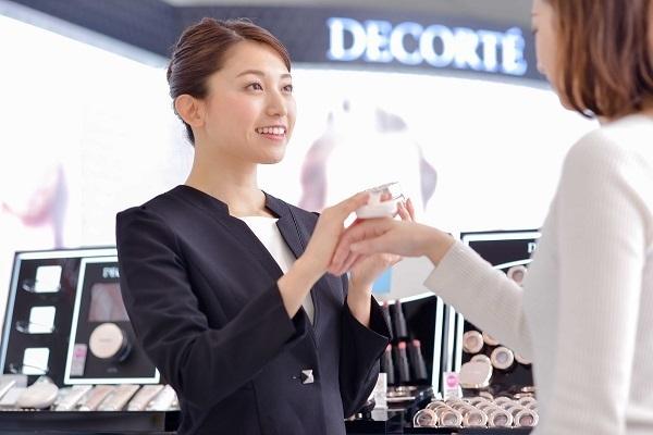 デコルテ 新宿・渋谷エリア百貨店美容部員・BA(百貨店・化粧品専門店 美容スタッフ)契約社員の求人の写真