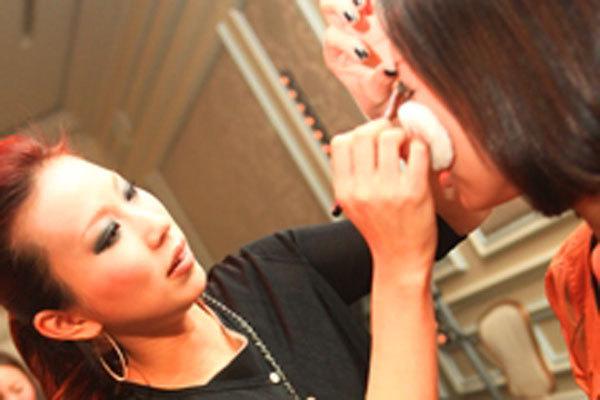 ADDICTION 東京エリア百貨店美容部員・化粧品販売員(パーソナルアドバイザー【1】契約社員【2】アルバイト(学生))契約社員,アルバイト・パートの求人のその他写真2