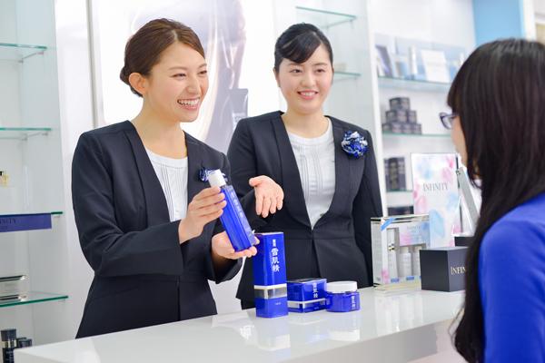 コーセー 東京都内ショッピングモール美容部員・化粧品販売員(大型スーパー・ドラッグストア 美容スタッフ)契約社員の求人のスタッフ写真5