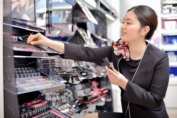 コーセー 東京都内ショッピングモール美容部員・BA(大型スーパー・ドラッグストア 美容スタッフ)契約社員の求人のスタッフ写真4