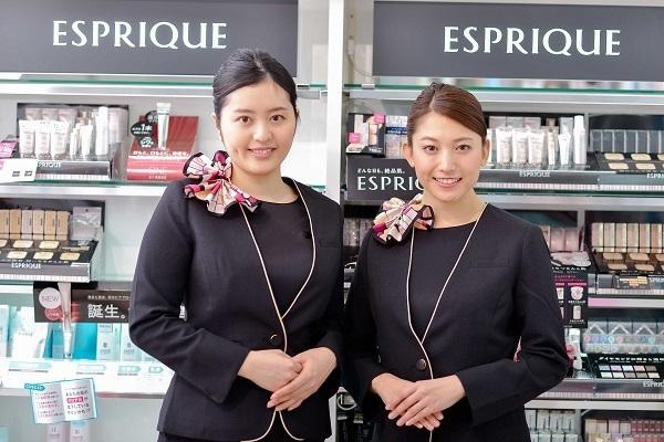 コーセー 東京都内ショッピングモール美容部員・BA(大型スーパー・ドラッグストア 美容スタッフ)契約社員の求人のスタッフ写真3
