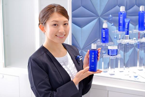 コーセー 東京都内ショッピングモール美容部員・化粧品販売員(大型スーパー・ドラッグストア 美容スタッフ)契約社員の求人のスタッフ写真1