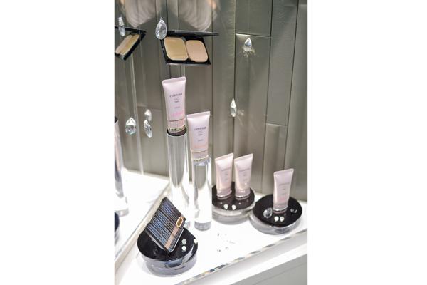 コーセー 東京都内ショッピングモール美容部員・化粧品販売員(大型スーパー・ドラッグストア 美容スタッフ)契約社員の求人のサービス・商品写真3