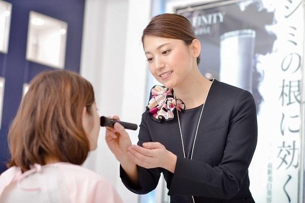 コーセー 東京都内ショッピングモール美容部員・BA(大型スーパー・ドラッグストア 美容スタッフ)契約社員の求人のスタッフ写真5
