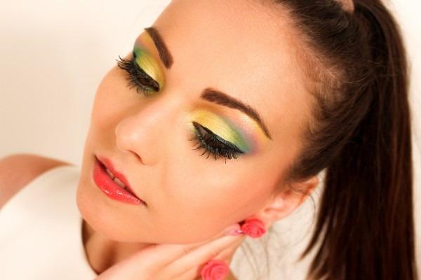 百貨店、化粧品専門店、ドラッグストアなど、美容部員が活躍する場所や働き方を徹底研究!