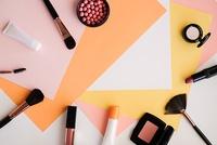 コスメが大好きな人必見★ 化粧品業界にはどんな仕事があるの?コスメに携われる職種ご紹介します!