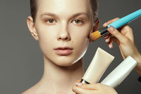 美容部員(ビューティアドバイザー)の仕事内容は?気になるお給料は?美容部員になるための基礎知識まとめ