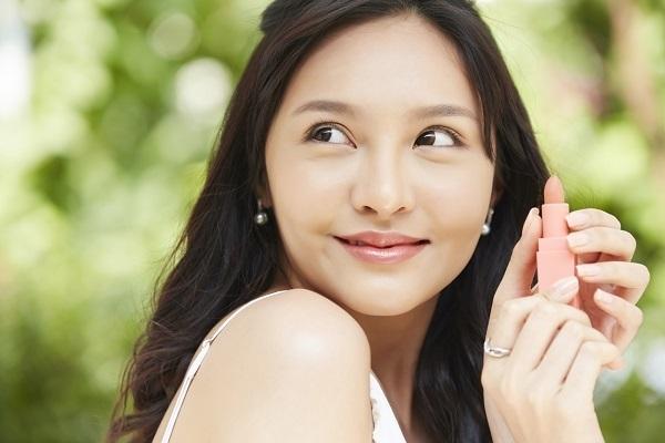 近畿エリアの美容部員求人特集の画像