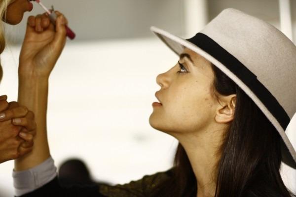 メイクアップアーティストからメイク技術が学べる美容部員求人の画像