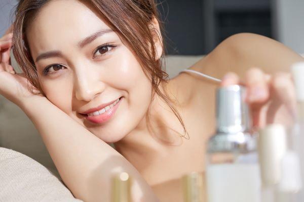 綺麗への近道!スキンケアブランドで働く美容部員の求人特集の画像