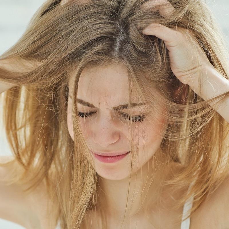 パサつき、抜け毛、白髪…ヘアトラブルはコリのせい!?頭皮ケア6選 @cosmeサロン特集 の画像