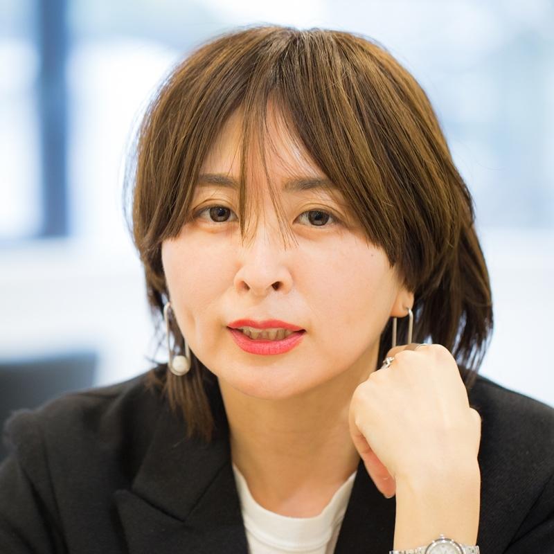 「40代になったらリップが必須」韓国や海外コスメ通、エディター杉山ゆりさんのスタイル流儀 A-Beautyの画像