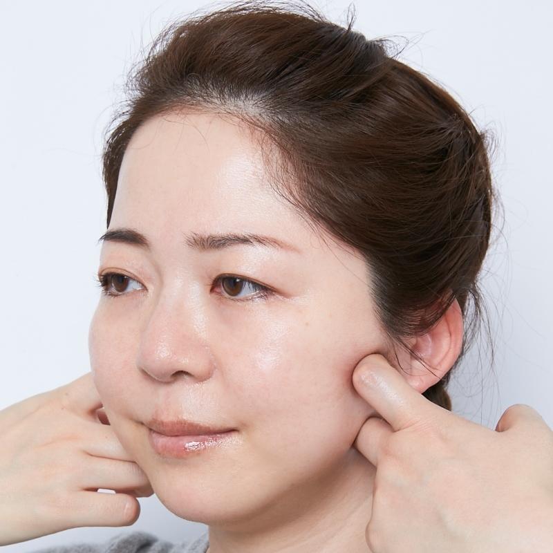 顔のたるみやむくみを解消!マッサージ&美肌ゾーン強調ですっきりシャープな小顔に。大人のカモフラベースメイク術【5】 A-Beautyの画像